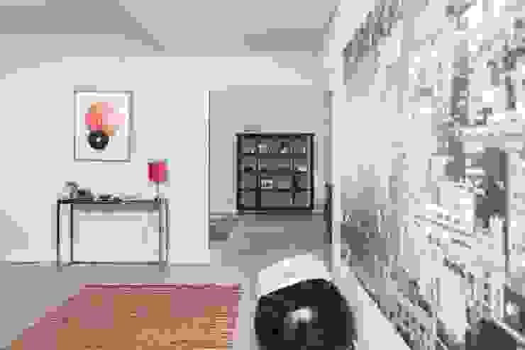 Pasillos y vestíbulos de estilo  por shfa, Moderno