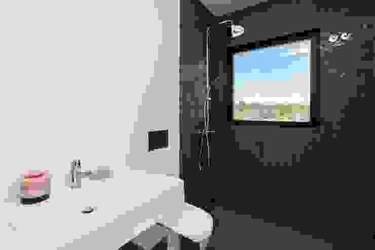 Baños de estilo  por shfa, Moderno