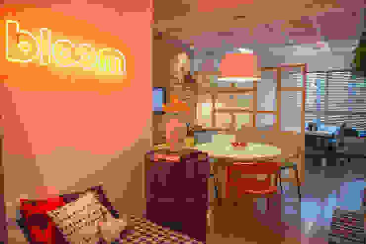 Bloom Arquitetura e Design Oficinas y bibliotecas de estilo moderno