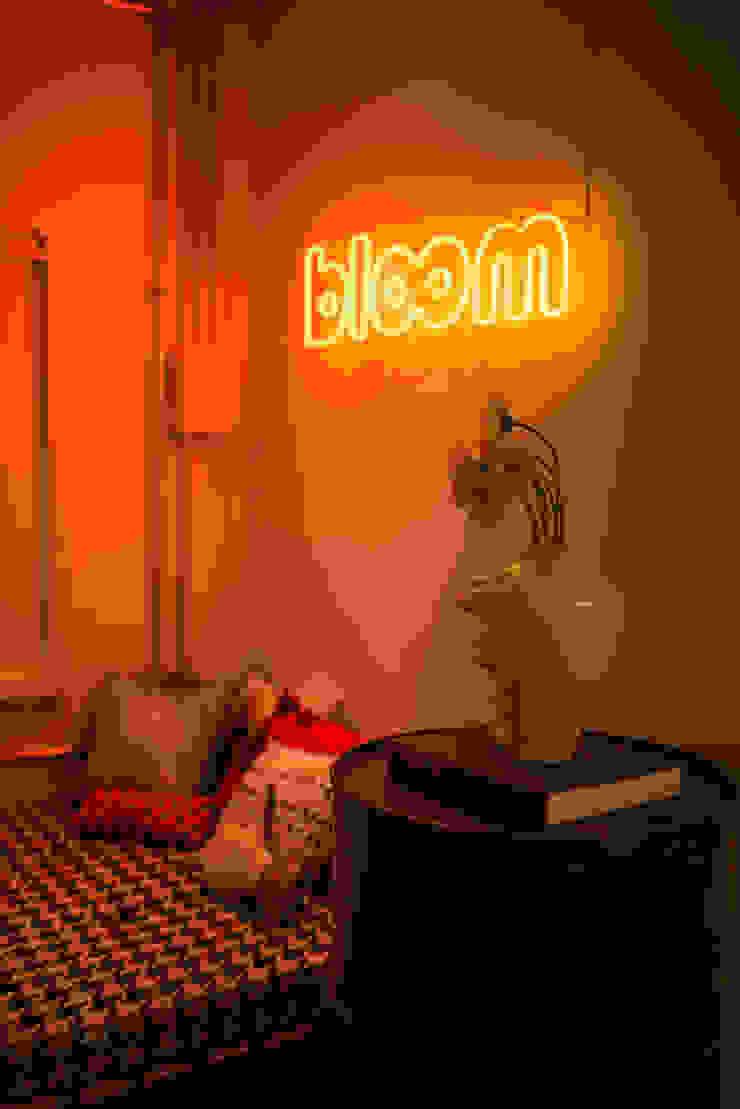 Bloom Arquitetura e Design Corredores, halls e escadas modernos por Bloom Arquitetura e Design Moderno