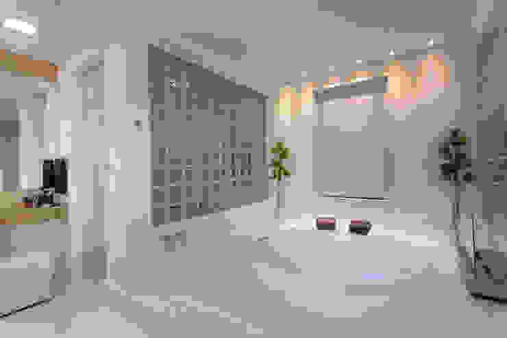 Baños modernos de Designer de Interiores e Paisagista Iara Kílaris Moderno