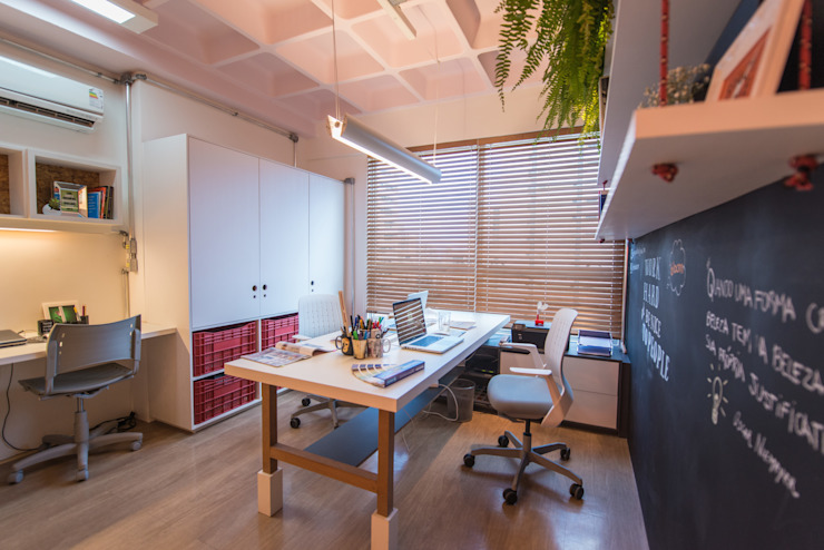 Bloom Arquitetura e Design Modern Study Room and Home Office