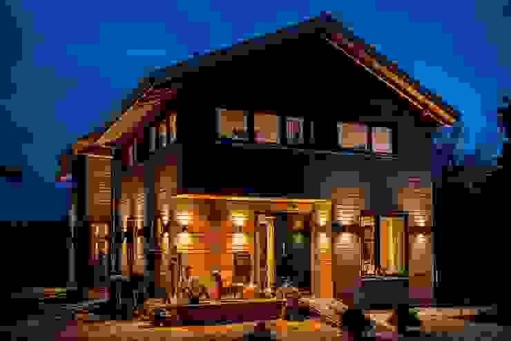 Moderner Landhausstil - Fassade mit Douglasienholzverschlaung Moderne Häuser von architektur. malsch - Planungsbüro für Neubau, Sanierung und Energieberatung Modern