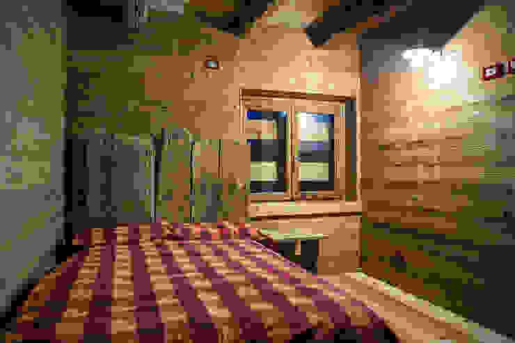 Chalet Camera da letto in stile rustico di RI-NOVO Rustico