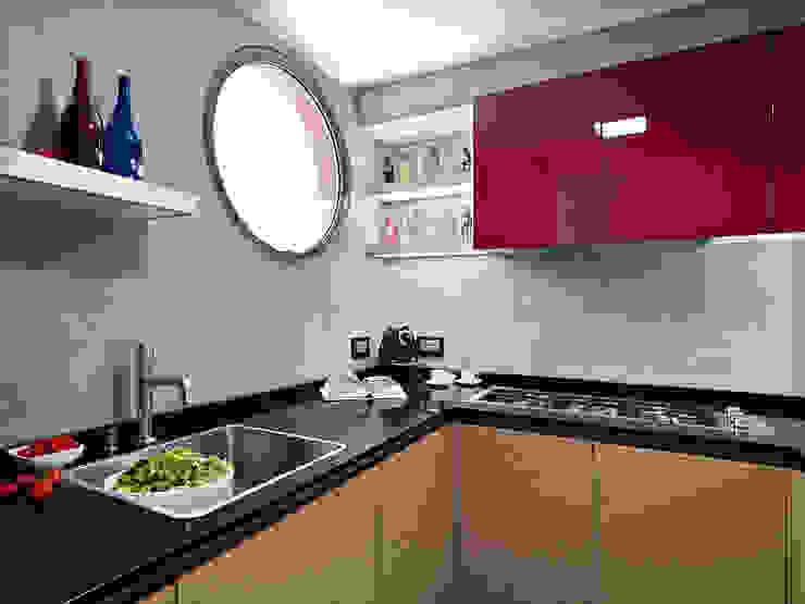 Abitazione su più piani Cucina moderna di D3 Architetti Associati Moderno