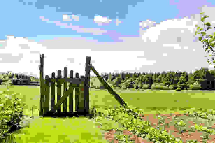 Blick in die unverbaute Landschaft Garten im Landhausstil von architektur. malsch - Planungsbüro für Neubau, Sanierung und Energieberatung Landhaus