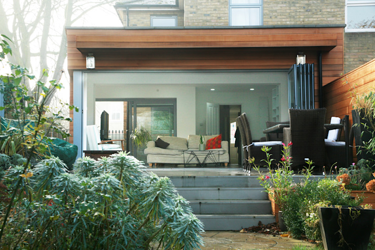 Brockley, Lewisham SE4, London | House extension GOAStudio | London residential architecture モダンデザインの テラス