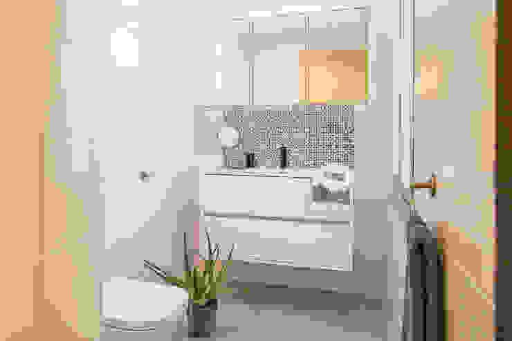 Bagno minimalista di Markham Stagers Minimalista