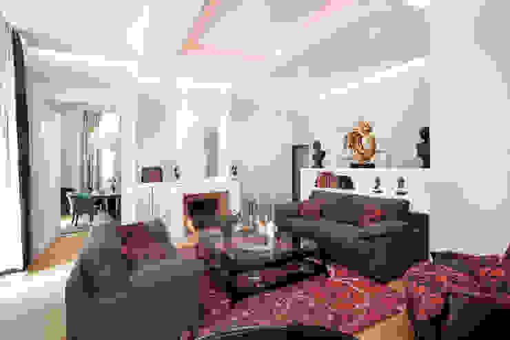 Le salon cosy Salon classique par AU FIL DES ESPACES Classique