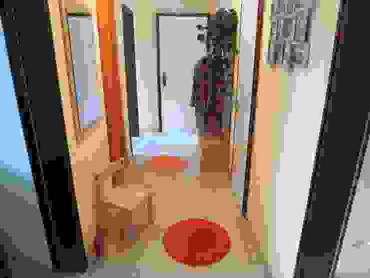 3-ZKB Wohnung in Bonn Moderner Flur, Diele & Treppenhaus von Personal Home Staging Modern