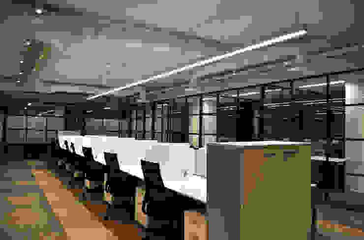 Área de Trabajo Abierta de DF ARQUITECTOS Moderno