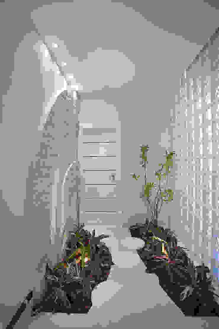 Pasillos, vestíbulos y escaleras modernos de Arquiteto Aquiles Nícolas Kílaris Moderno