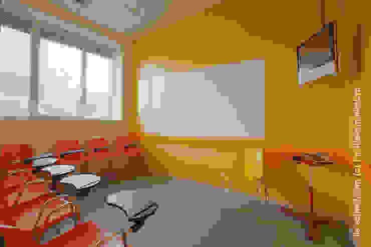 Магнитно-маркерные покрытия в Международной языковой школе Школы в стиле минимализм от IdeasMarket Минимализм