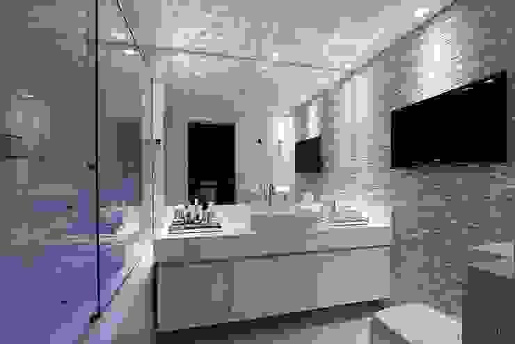 BANHEIRO DO CASAL Banheiros minimalistas por Tony Jordão arquitetura e interiores Minimalista
