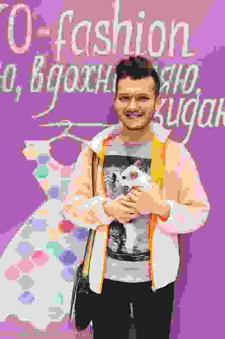 Цветная грифельная стена в шоу-руме UNO-fashion от IdeasMarket Классический