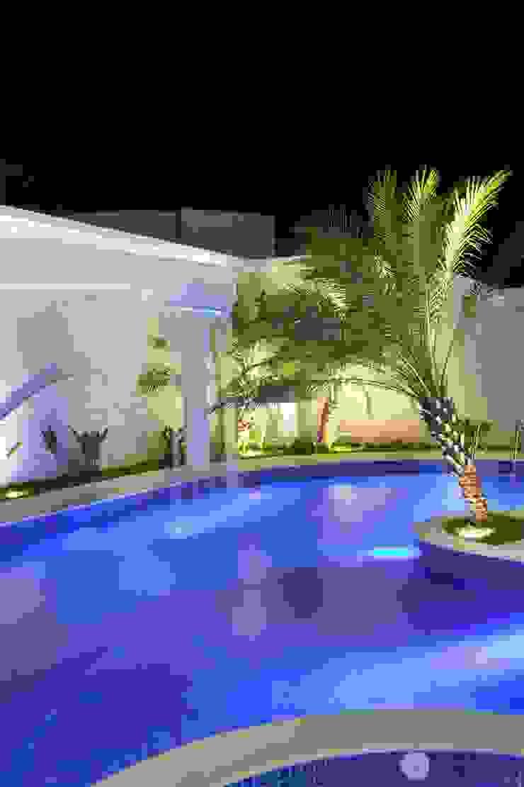 Piscinas de estilo moderno de Arquiteto Aquiles Nícolas Kílaris Moderno