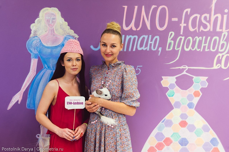 Цветная грифельная стена в шоу-руме UNO-fashion от IdeasMarket Минимализм
