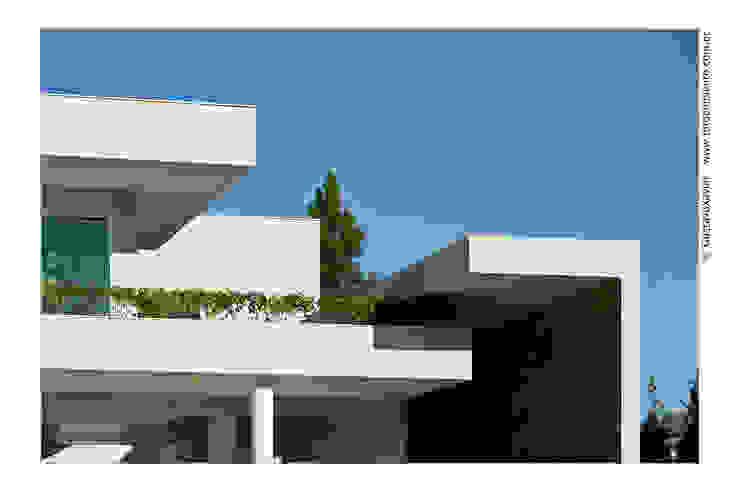 Detalhe Fachada Casas modernas por homify Moderno