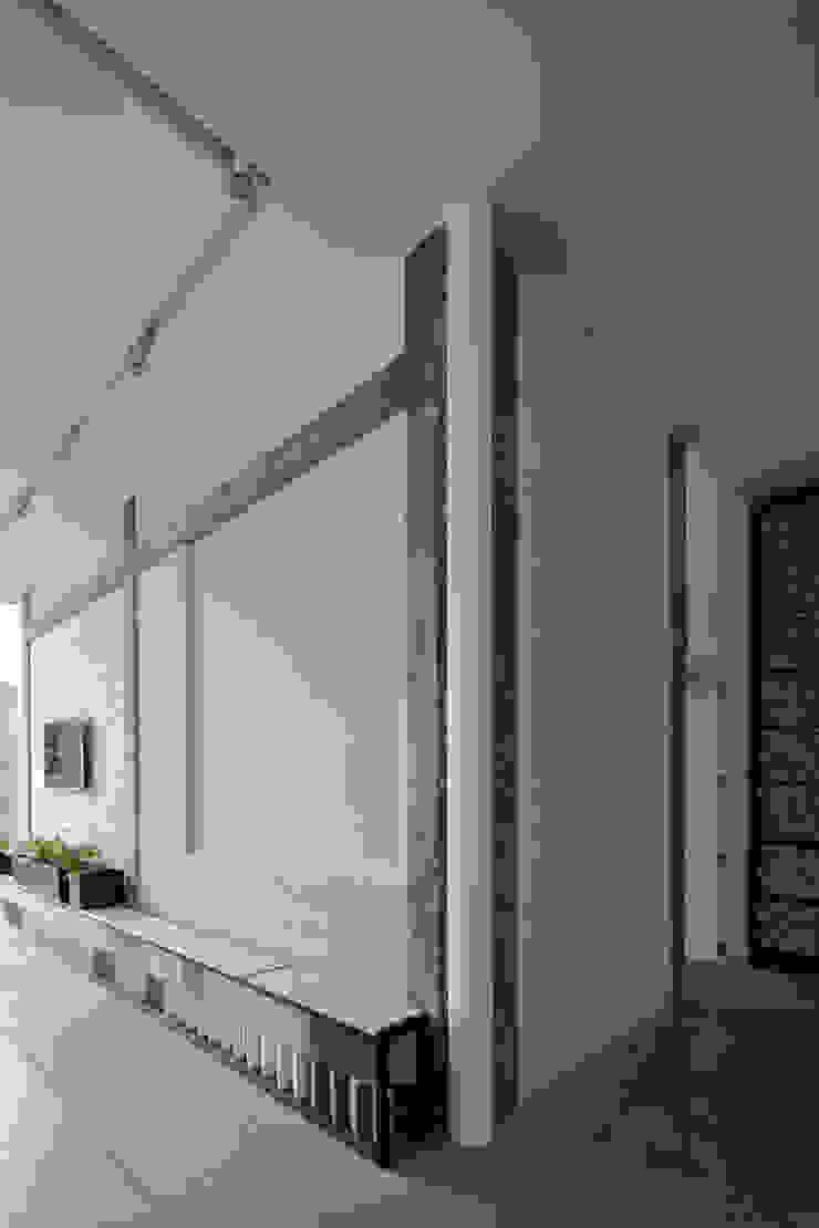 modern  by Taller David Dana, Modern