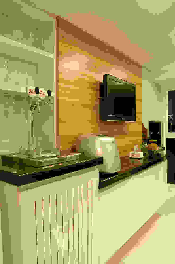 Cozinha/ Espaço gourmet Apartamento Curitiba Cozinhas modernas por Flavia Caldeira Bruno Arquitetura e Interiores Moderno