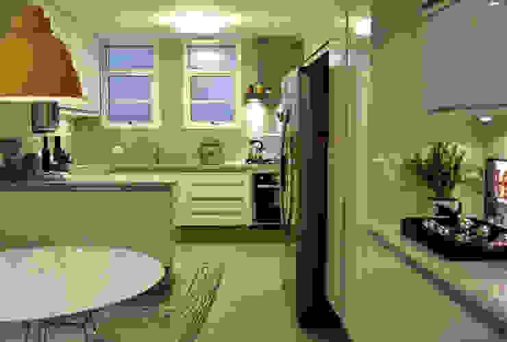 Kitchen by Helô Marques Associados, Minimalist