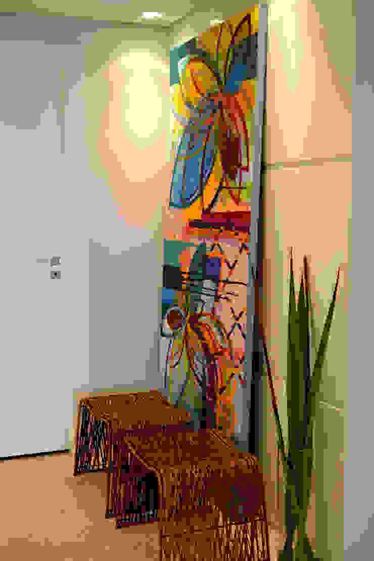 Pasillos, vestíbulos y escaleras modernos de Helô Marques Associados Moderno