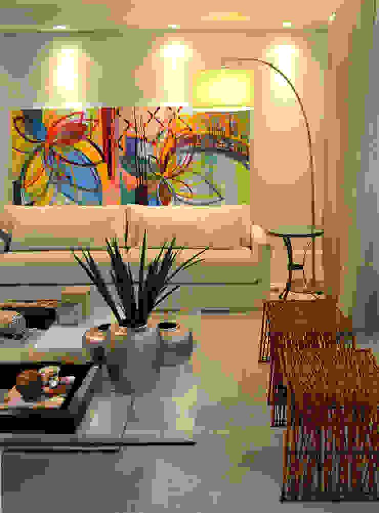 Salones modernos de Helô Marques Associados Moderno