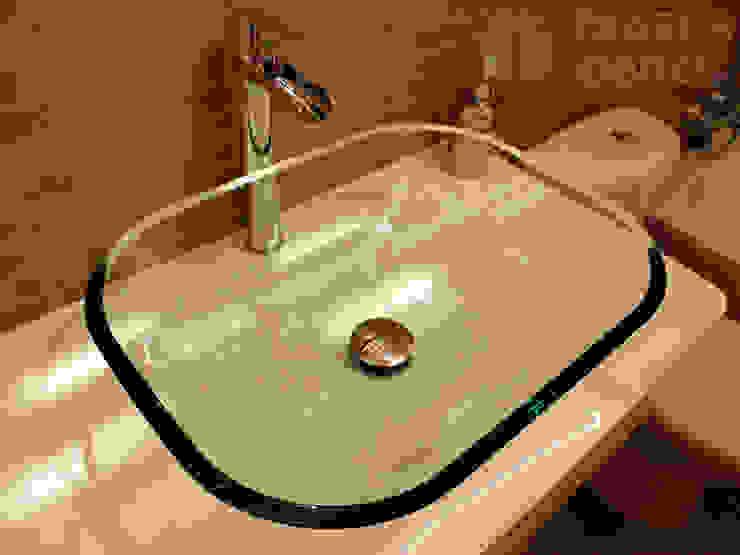 Mueble con lavabo de cristal Baños modernos de Traber Obras Moderno