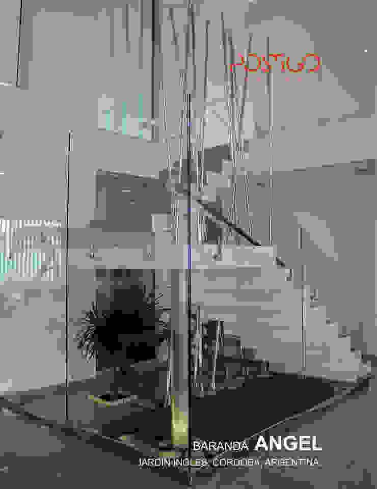 Piel de Cristal Pasillos, vestíbulos y escaleras modernos de Postigo design Moderno