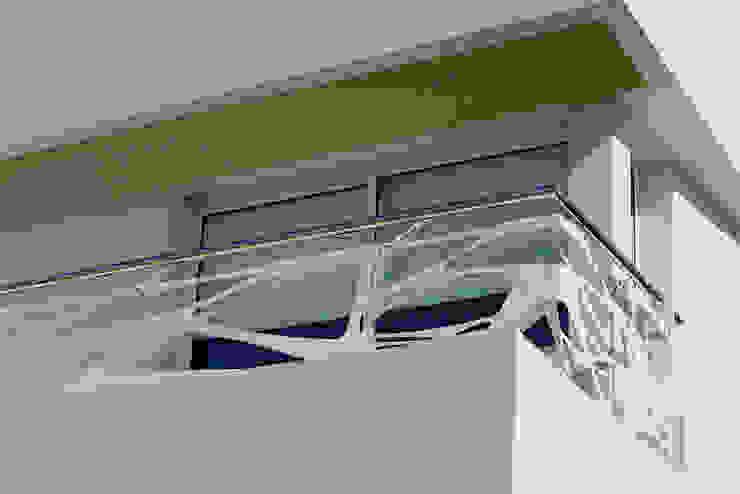 Baranda Buga Balcones y terrazas modernos: Ideas, imágenes y decoración de Postigo design Moderno