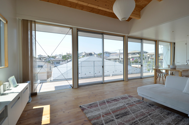 Sunset House ミニマルデザインの リビング の 富田健太郎建築設計事務所 ミニマル 木 木目調