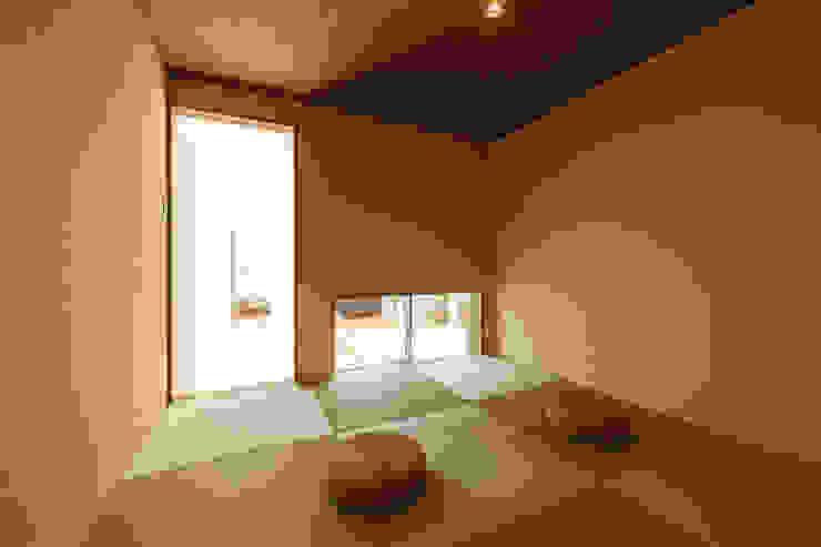 和室内観 和風デザインの 多目的室 の 株式会社 T.N.A 和風
