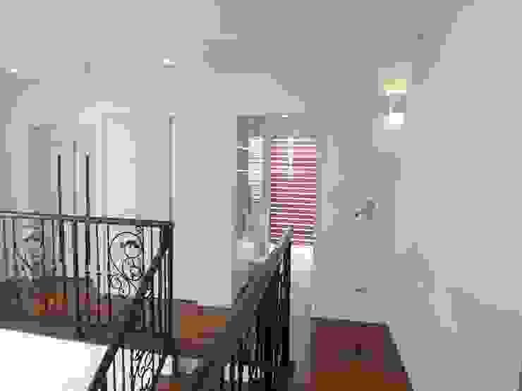 T-house オリジナルスタイルの 玄関&廊下&階段 の K・でざいん オリジナル