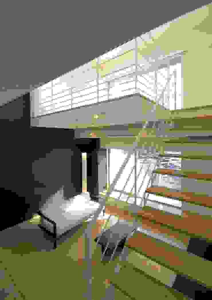 寝室へ モダンデザインの リビング の 有限会社笹野空間設計 モダン