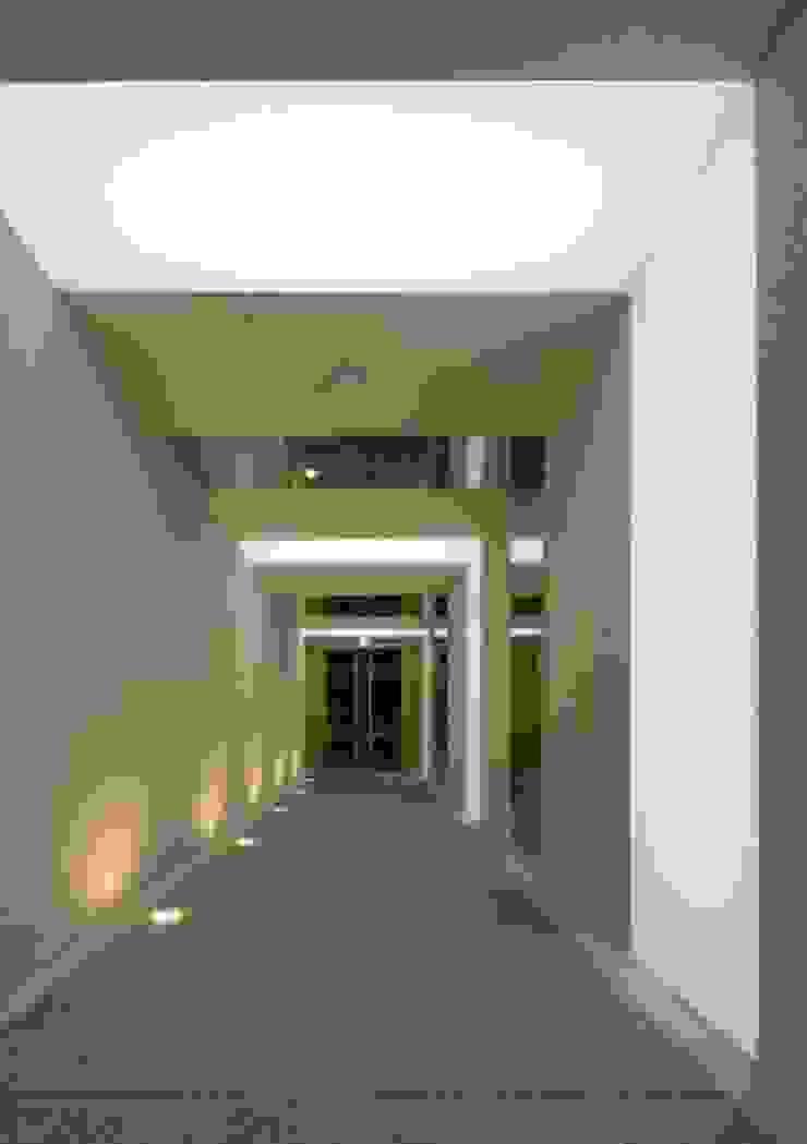 エントランスホール モダンデザインの リビング の 有限会社笹野空間設計 モダン