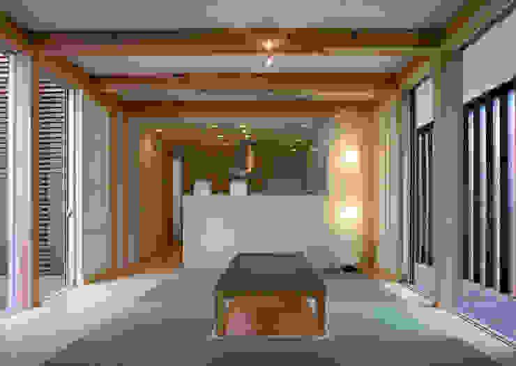 doida house モダンデザインの リビング の 髙岡建築研究室 モダン