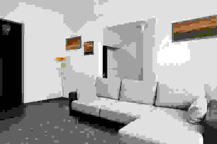 Twinkle Frosted Sage Interior: modern  door louis de poortere, Modern