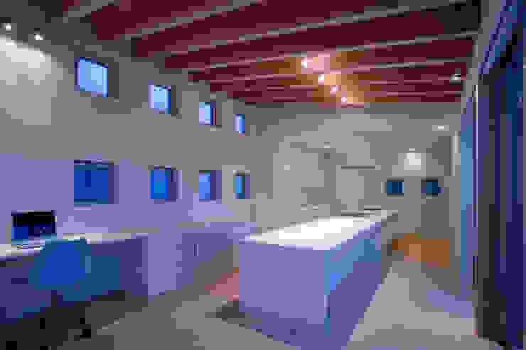 doida house モダンデザインの ダイニング の 髙岡建築研究室 モダン