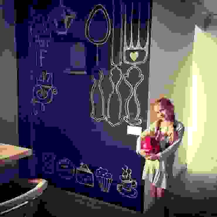 Грифельная стена в гостинной зоне Гостиная в стиле лофт от IdeasMarket Лофт