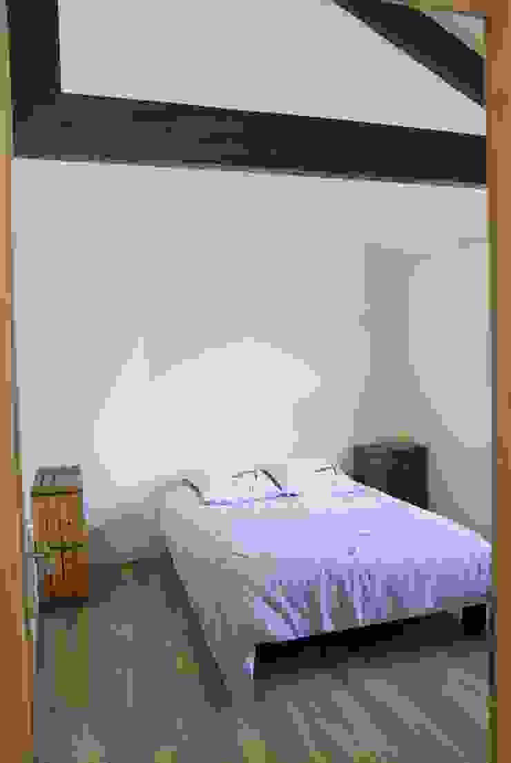 Mediterranean style bedroom by ZIZI STUDIO Magdalena Latos Mediterranean