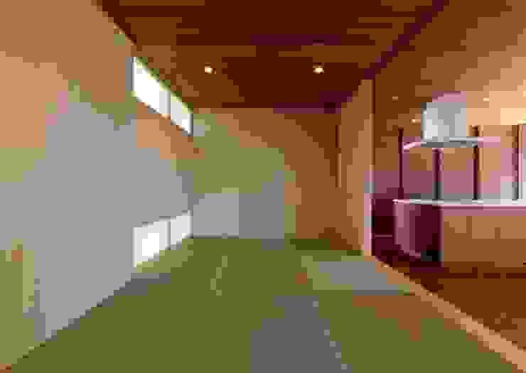 タタミコーナー の 有限会社笹野空間設計 モダン 木 木目調