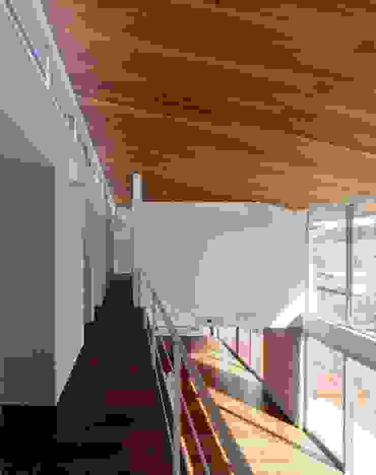 2階廊下 モダンスタイルの 玄関&廊下&階段 の 有限会社笹野空間設計 モダン 木 木目調