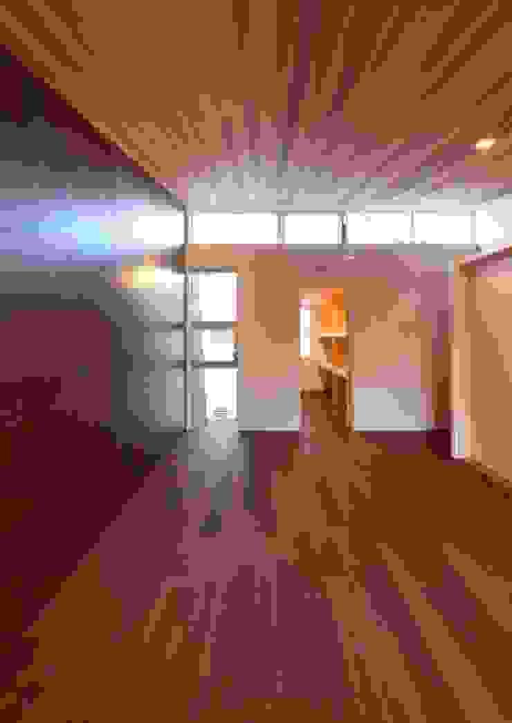 主寝室 モダンスタイルの寝室 の 有限会社笹野空間設計 モダン 木 木目調