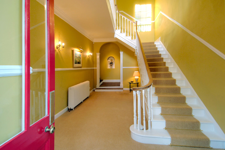 Bossington House, Adisham Kent:  Corridor & hallway by Lee Evans Partnership,