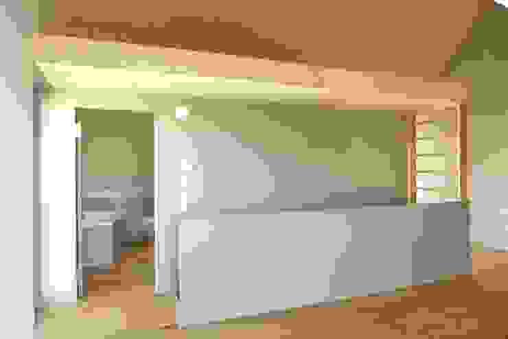 pasifa häuser güttingen schweiz Minimalistischer Flur, Diele & Treppenhaus von airarchitekten ag Minimalistisch