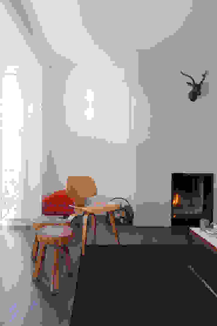 419 Moderne woonkamers van JUMA architects Modern