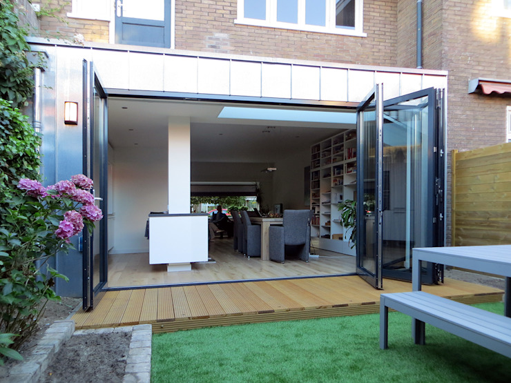 現代房屋設計點子、靈感 & 圖片 根據 De Ontwerpdivisie 現代風