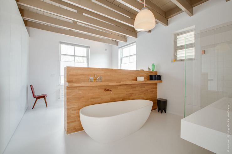 Bathroom by op ten noort blijdenstein architecten