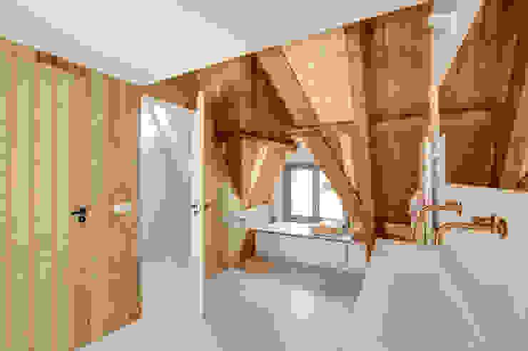 Restauratie en verbouw van voormalig Gemeentehuis Oudenrijn, De Meern Moderne gangen, hallen & trappenhuizen van op ten noort blijdenstein architecten Modern