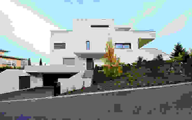 Westfassade Moderne Häuser von e s a Modern